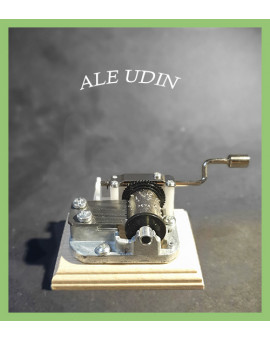 Music Box With Wooden Base - Ale Udin